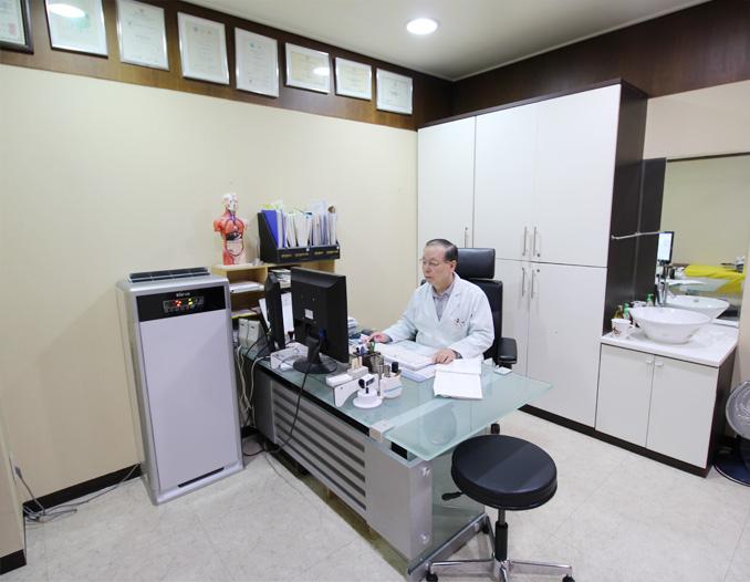 제1진료실 - 윤영석원장