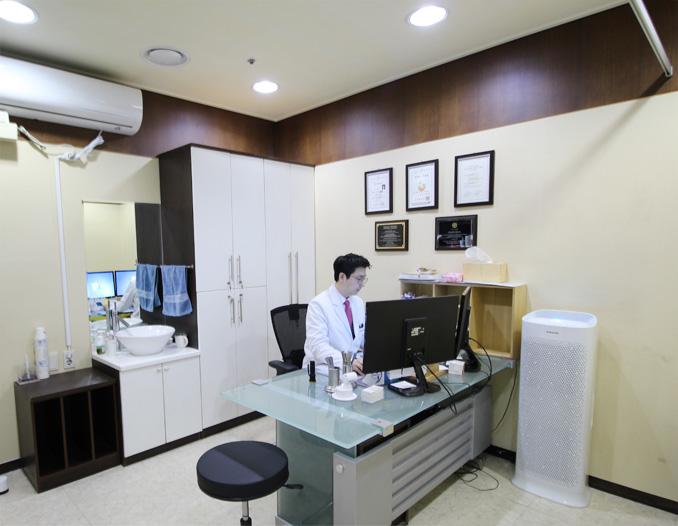 제2진료실 - 윤창연부원장